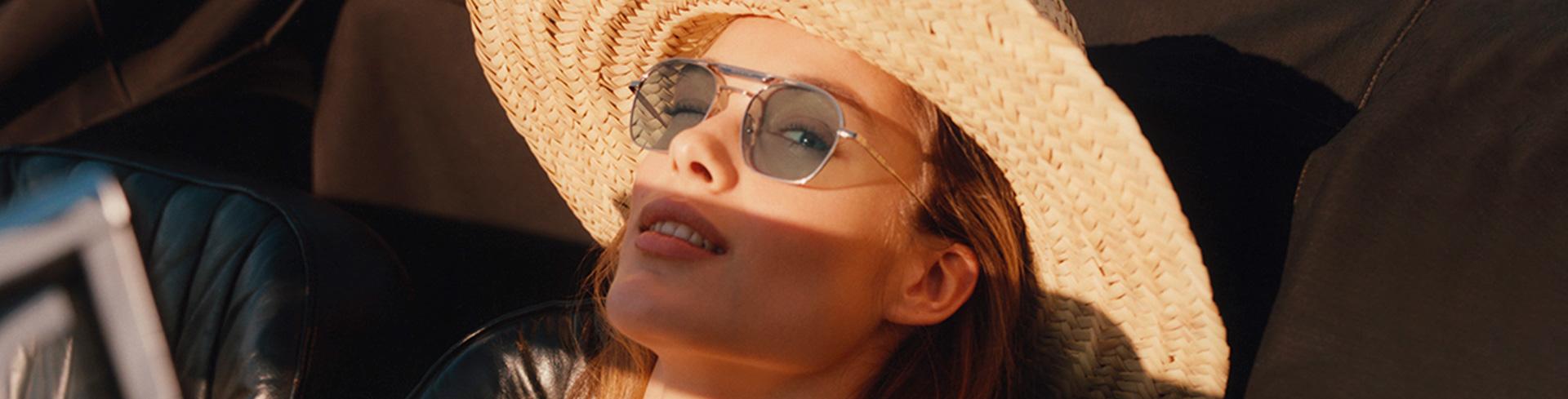 Kesän silmälasimuoti – <br>Muovin ja metallin leikkiä